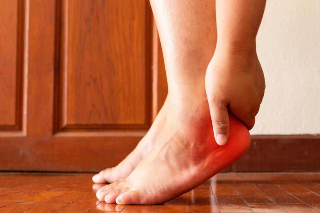 fot. Grzybica paznokci u nóg to częsty problem osób odwiedzających chociażby publiczne baseny